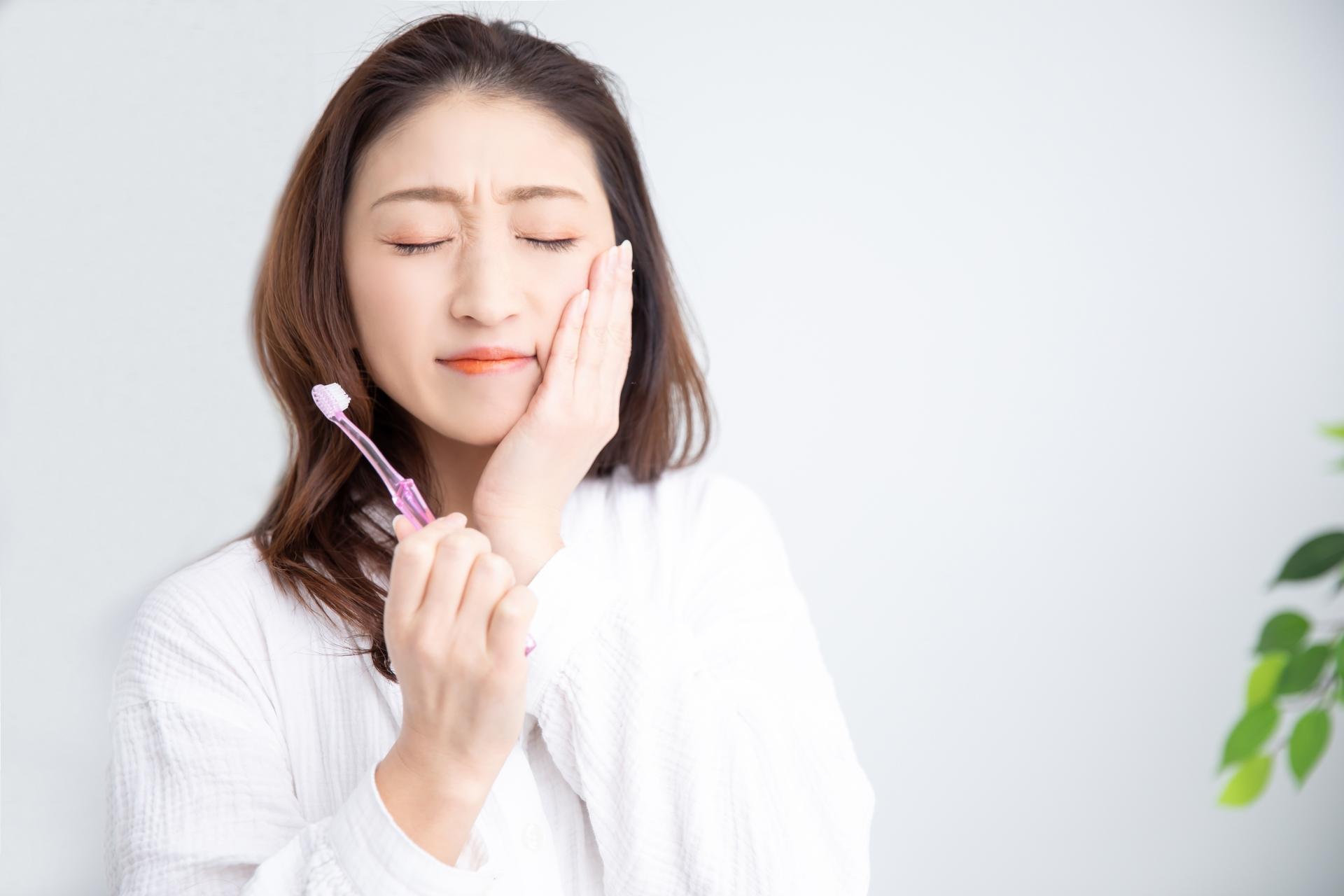 歯周病はどうやって起こる? 原因や症状と対応策
